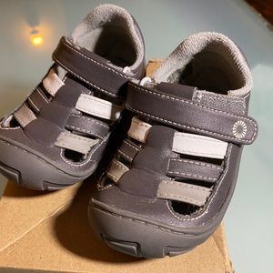 UGG toddler size 6 Mary Jane shoes